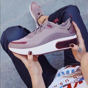 NWT Nike air Max Dia satin